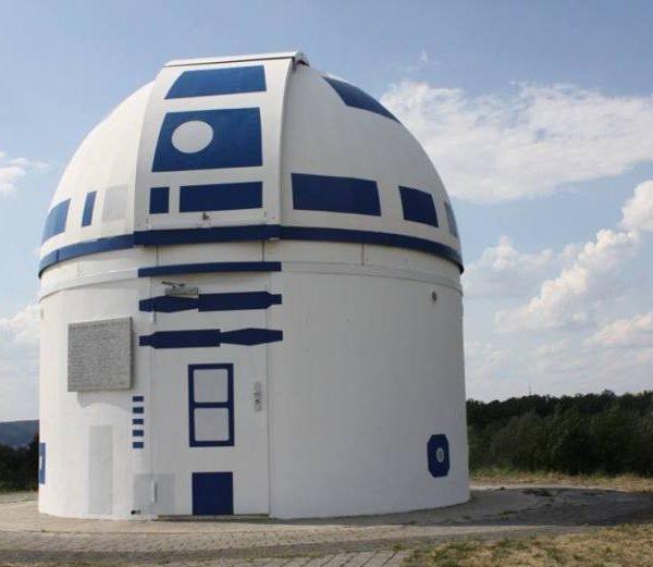 Профессор и его ученики превратили обсерваторию в гигантского R2-D2 (40284622 2067547073276960 5571013268031406080 n)