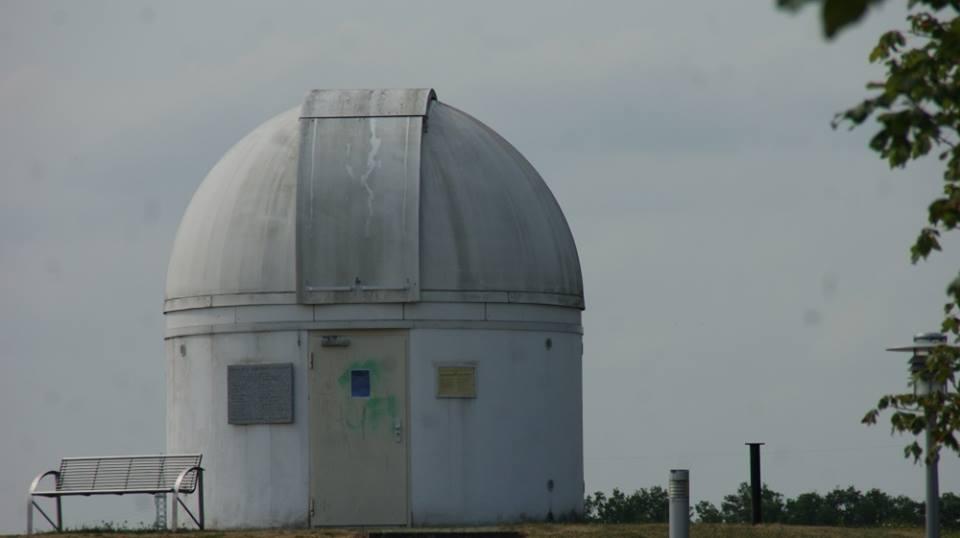 Профессор и его ученики превратили обсерваторию в гигантского R2-D2 (40366089 2067546536610347 3437176938743988224 n)