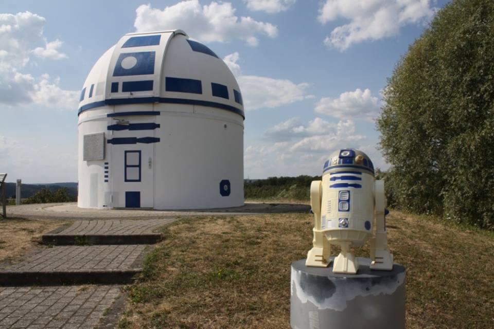Профессор и его ученики превратили обсерваторию в гигантского R2-D2 (40390528 2067546006610400 3930268304203055104 n)