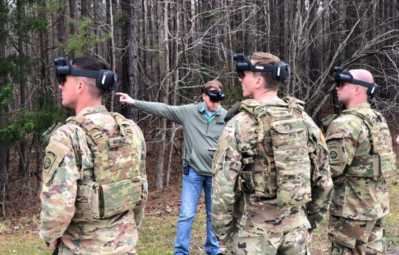 Microsoft сделала очки HoloLens для армии США (84356752645)