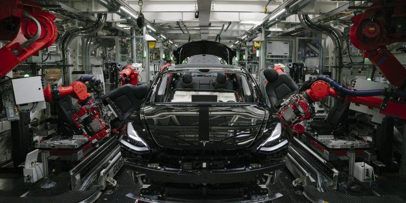 Apple наняла главу подразделения электромобилей из Tesla (dims 9)