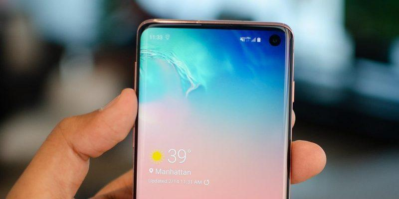 В новом обновлении Samsung Galaxy S10 появился специальный ночной режим съемки (galaxy s10 hands on feat 1500x750 1)