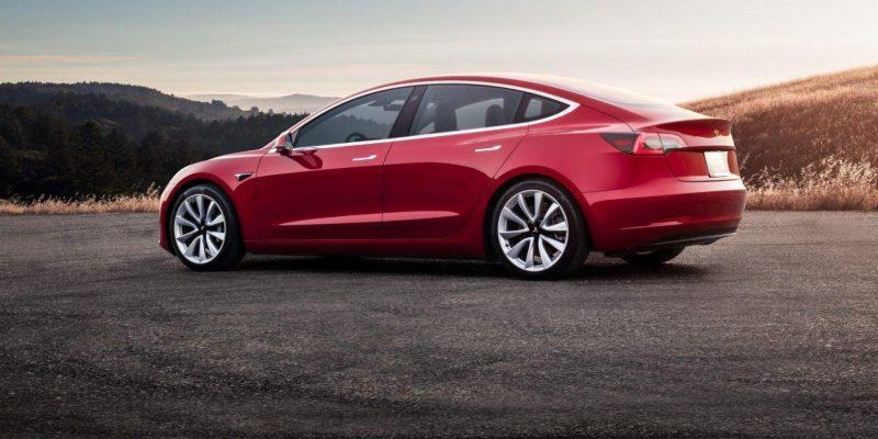 Tesla сообщила о больших убытках за первый квартал этого года (red tesla model 3 sunset e1549437553845)