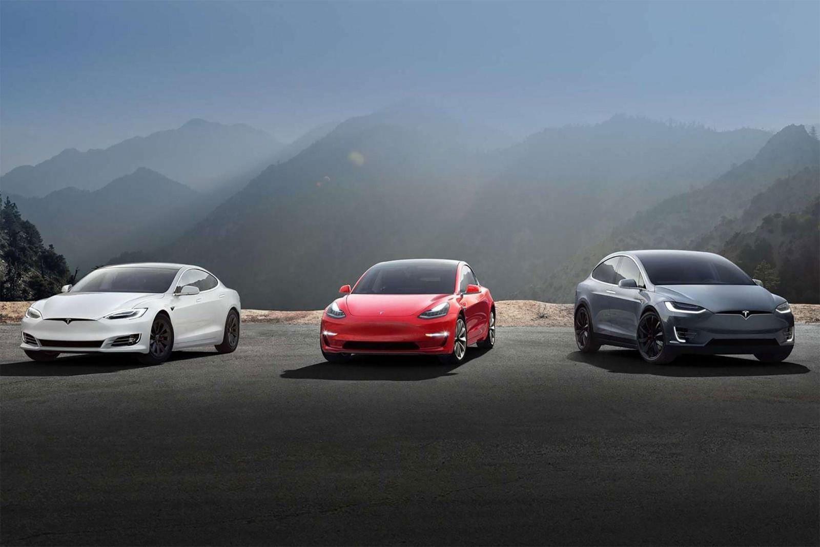 Tesla сообщила о больших убытках за первый квартал этого года (tesla lineup model s 3)
