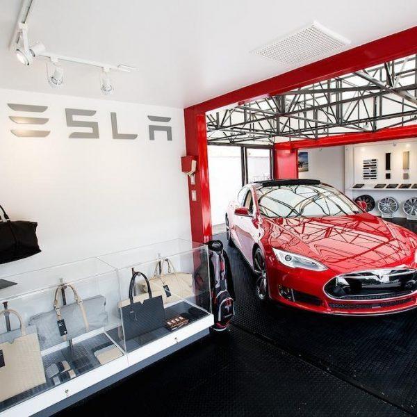 Инженеры считают, что автопилот Tesla легко обмануть (tesla pop up store)