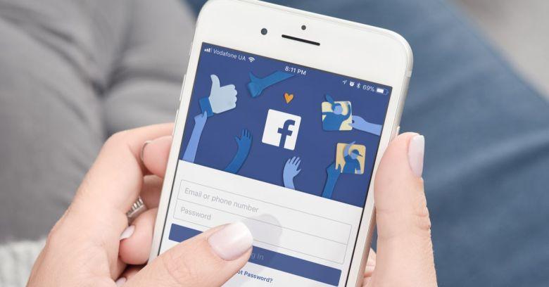 Facebook наложил ограничения на прямые трансляции в Facebook Live для предотвращения будущих злоупотреблений (facebook phone)