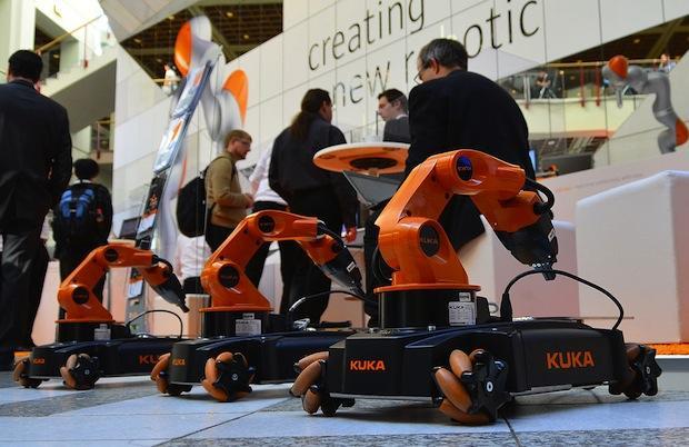 Новый робот MIT может определять вещи по виду и на ощупь (mji4otc3mq)