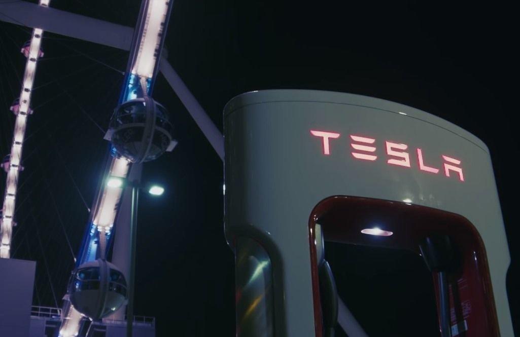 Tesla открывает станцию Vegas V3 Supercharger с питанием от солнечных батарей (dims 6)
