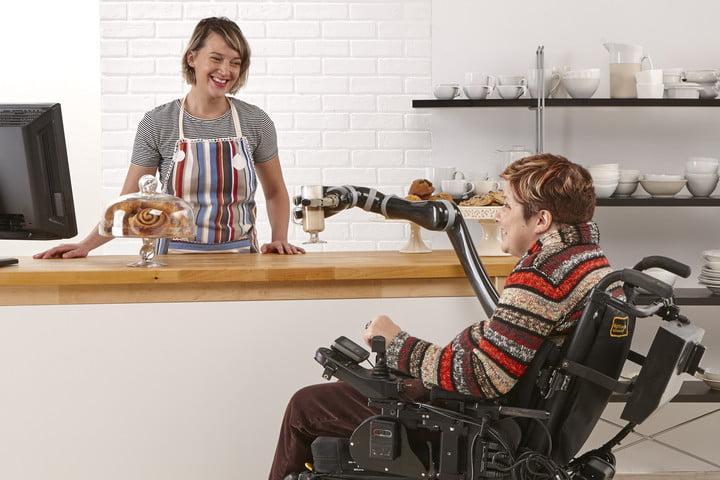 Новая роботизированная рука для инвалидов (kinova robotics wheelchair robot arm 04248)