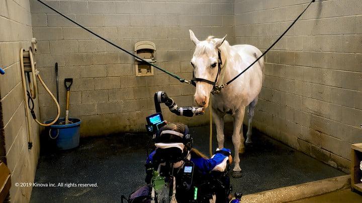 Новая роботизированная рука для инвалидов (kinova robotics wheelchair robot arm 04249)