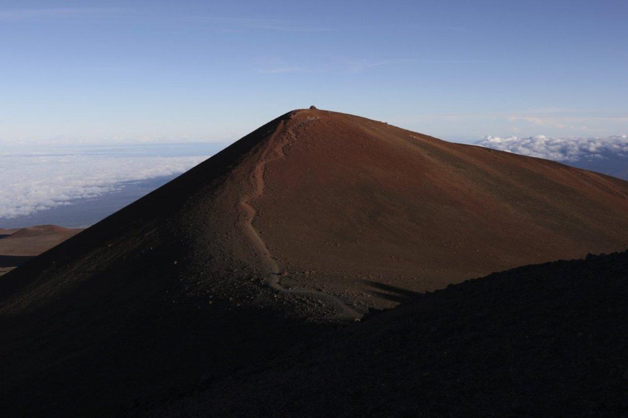Коренные гавайцы остановили постройку нового телескопа (maunt kea)