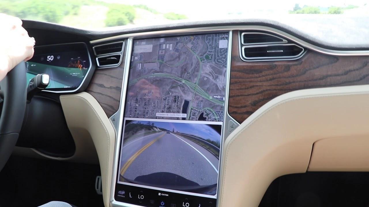 В Tesla появятся приложения YouTube и Netflix (maxresdefault 2 1)