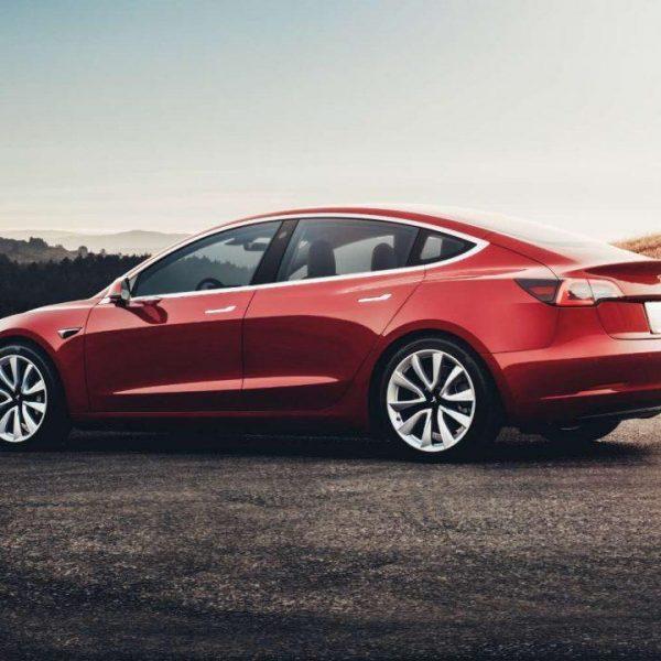 Tesla продала более 95 000 автомобилей весной 2019 года (tesla model 3 8134 1240x720 1)