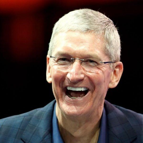 Apple отчиталась за 3-й квартал. Доходы поставили рекорд (tim cook charity iphones.ru 1225x720 1)