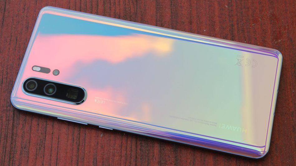 Huawei получает награду за лучший смартфон года (uploads2fcard2fimage2f9643662feb5a01b7 7735 4910 82b2)