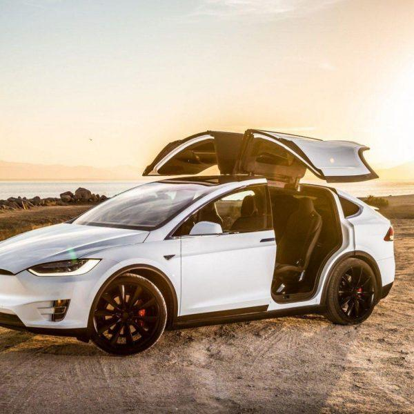 Tesla повышает цены на автомобили (wp3028163)