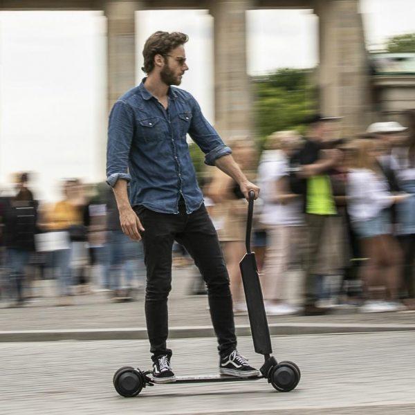 Самокаты возглавили топ товаров для активного отдыха этим летом (2019 audi e tron scooter 01)