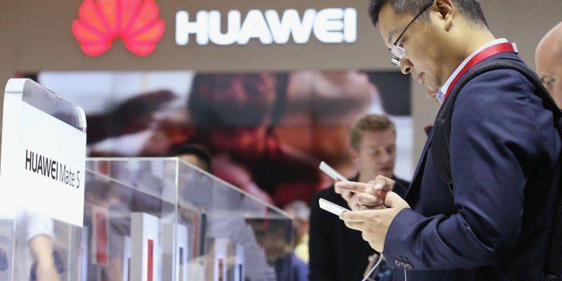 Huawei планирует представить смартфон со своей ОС до конца 2019 года (486448474)