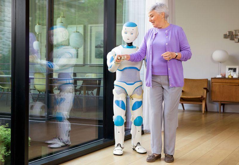 Ученые разработали роботов для оказания помощи пожилым людям (800)