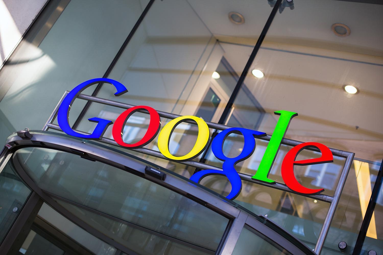 Корпорация Google начала сбор личных данных рядовых американцев (google headquarters sign 0)