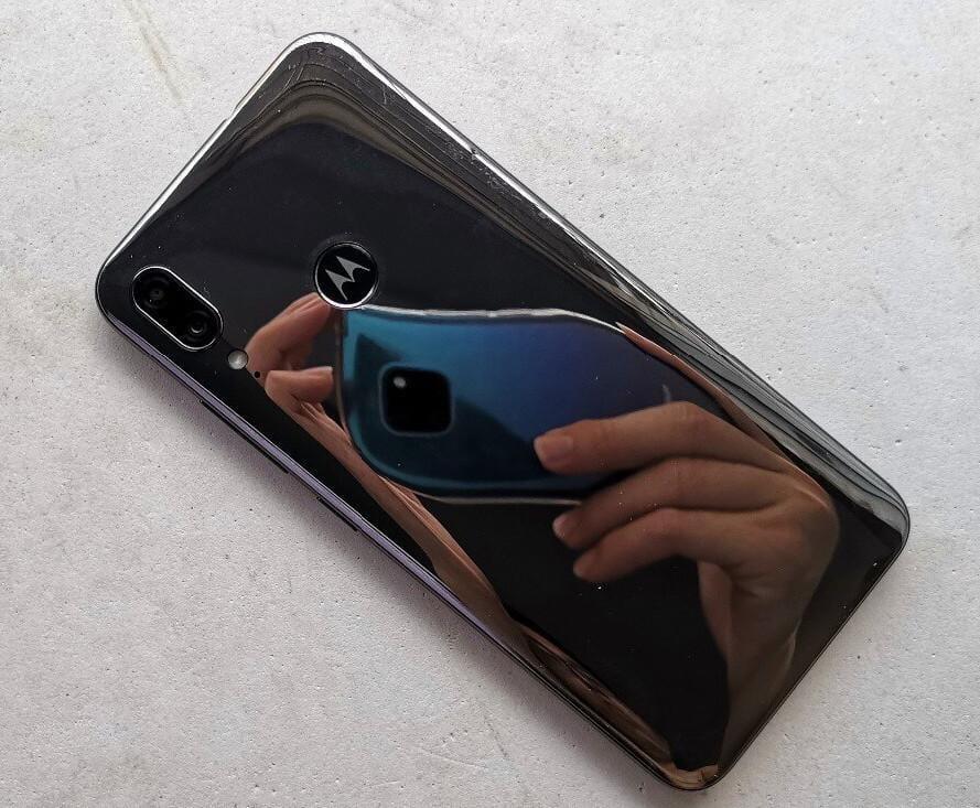 В сети появились фотографии смартфона Motorola E6 Plus (motorola moto e6 plus leak 02)