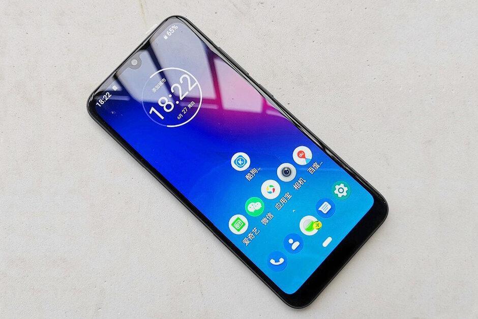 В сети появились фотографии смартфона Motorola E6 Plus (motorola moto e6 plus leaks out it looks far better than the regular e6)