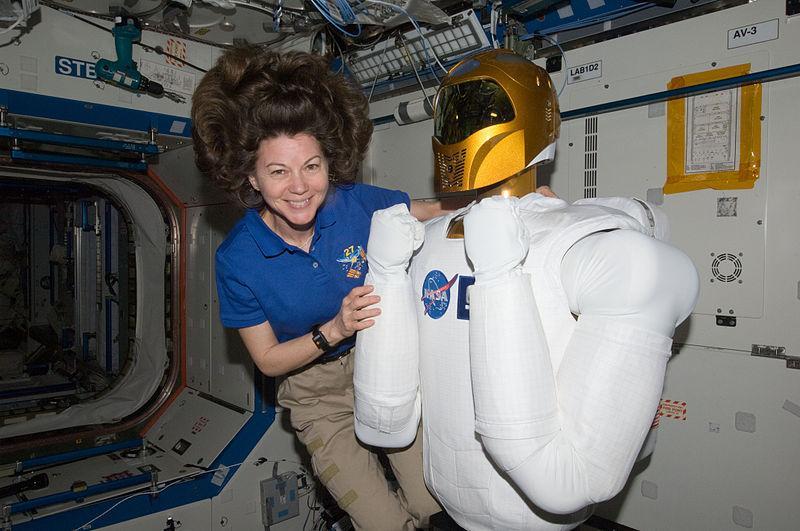 NASA: роботы будут осваивать космос вместе с людьми (robo priced as vacuum cleaner)