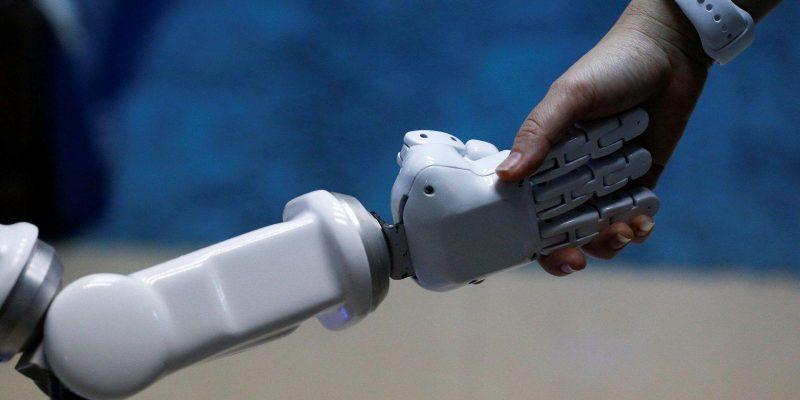 Ученые разработали роботов для оказания помощи пожилым людям (robot hand001)