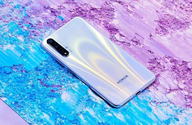 Компания Honor представила смартфон Honor 20s (04174401.880372.3149)