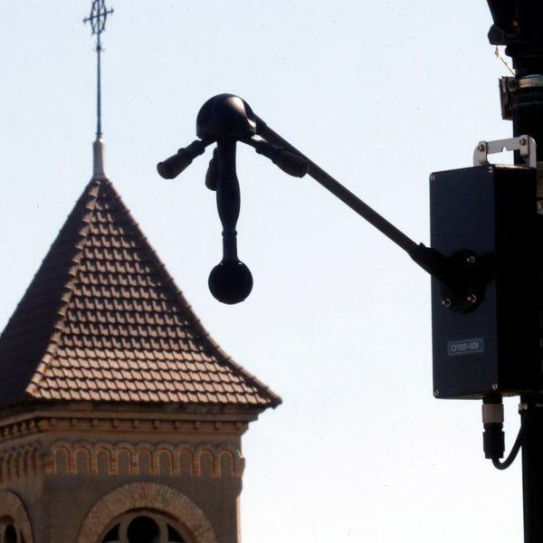 В Париже тестируют шумовые радары для отлова водителей с громким выхлопом авто (45)