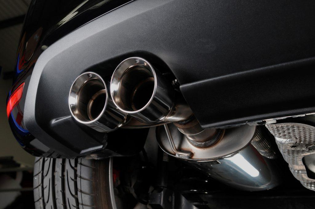 В Париже тестируют шумовые радары для отлова водителей с громким выхлопом авто (47)