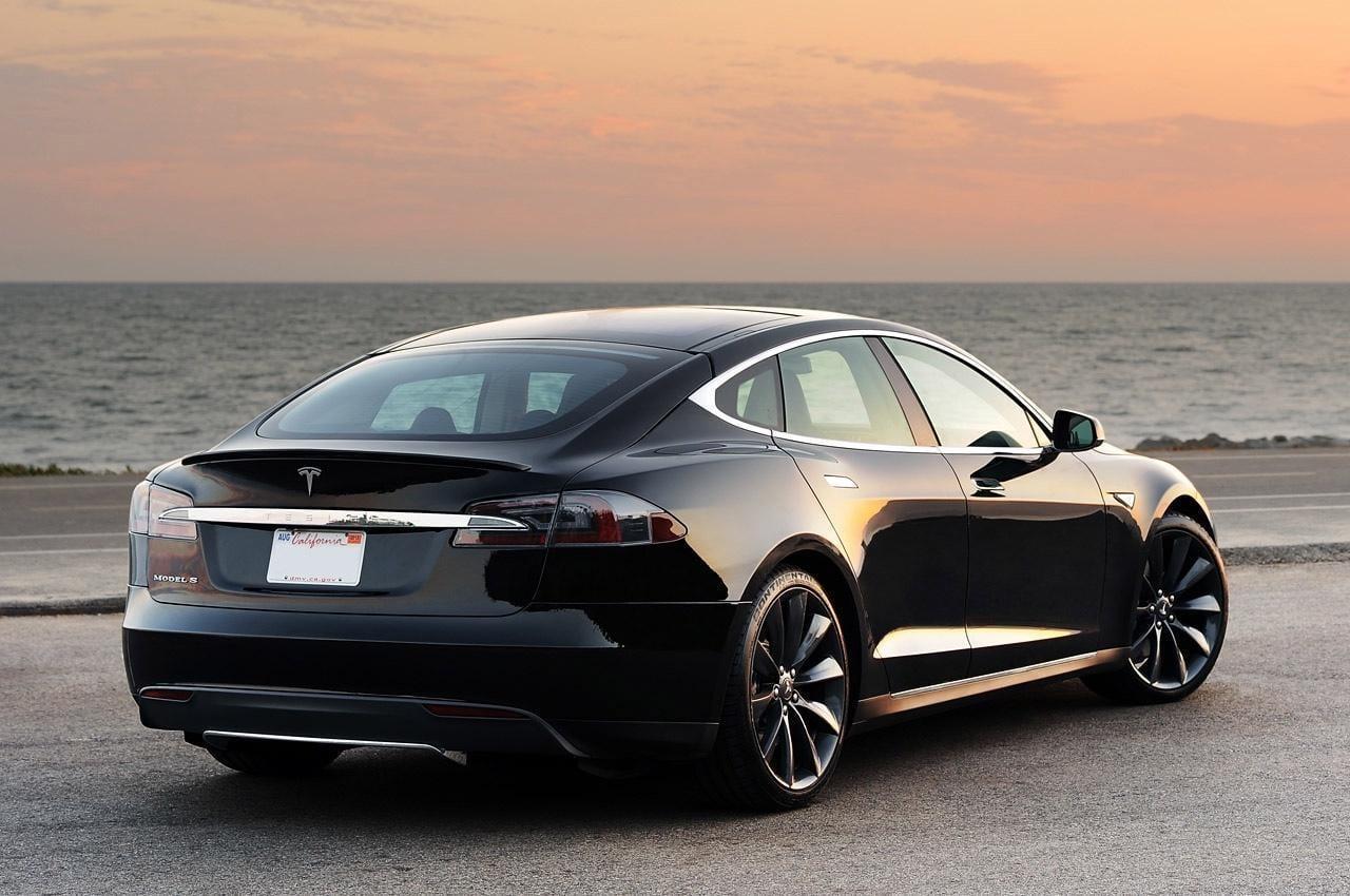 Некоторые пассажиры Tesla оказались заблокированы в своих авто (57)