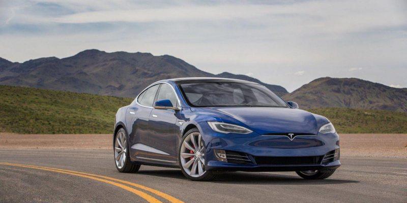 Некоторые пассажиры Tesla оказались заблокированы в своих авто (58)