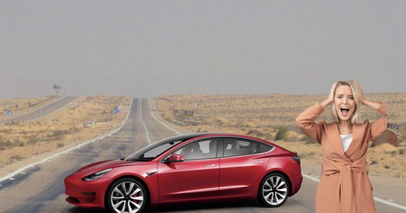 Некоторые пассажиры Tesla оказались заблокированы в своих авто (59)