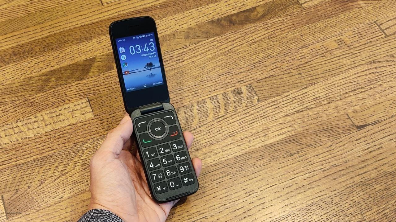 Компания Alcatel представила «умный телефон» нового поколения (664160 alcatel go flip 3 open)
