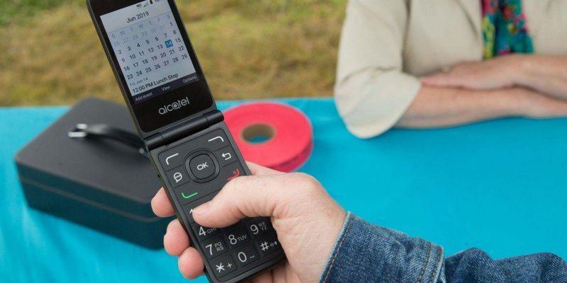 Компания Alcatel представила «умный телефон» нового поколения (alcatel go flip v 3)