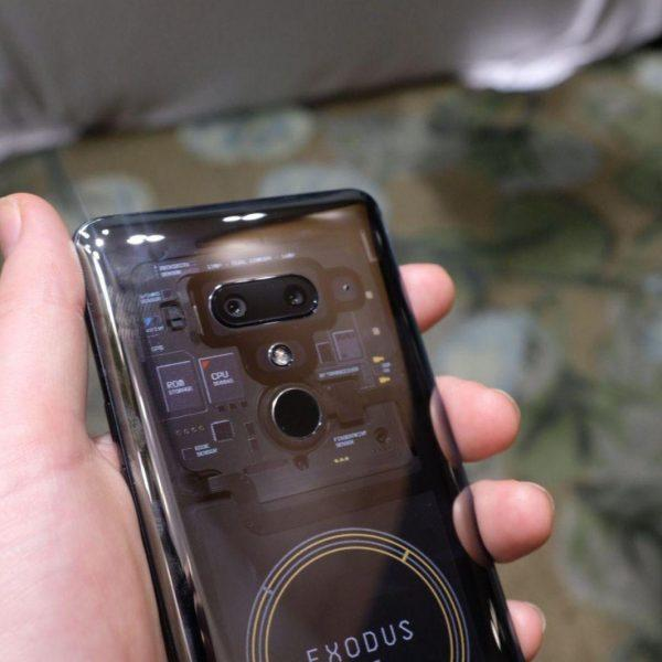HTC представил смартфон со встроенным биткоин-кошельком (a closer look at htcs blockchain phone the exodus 1)