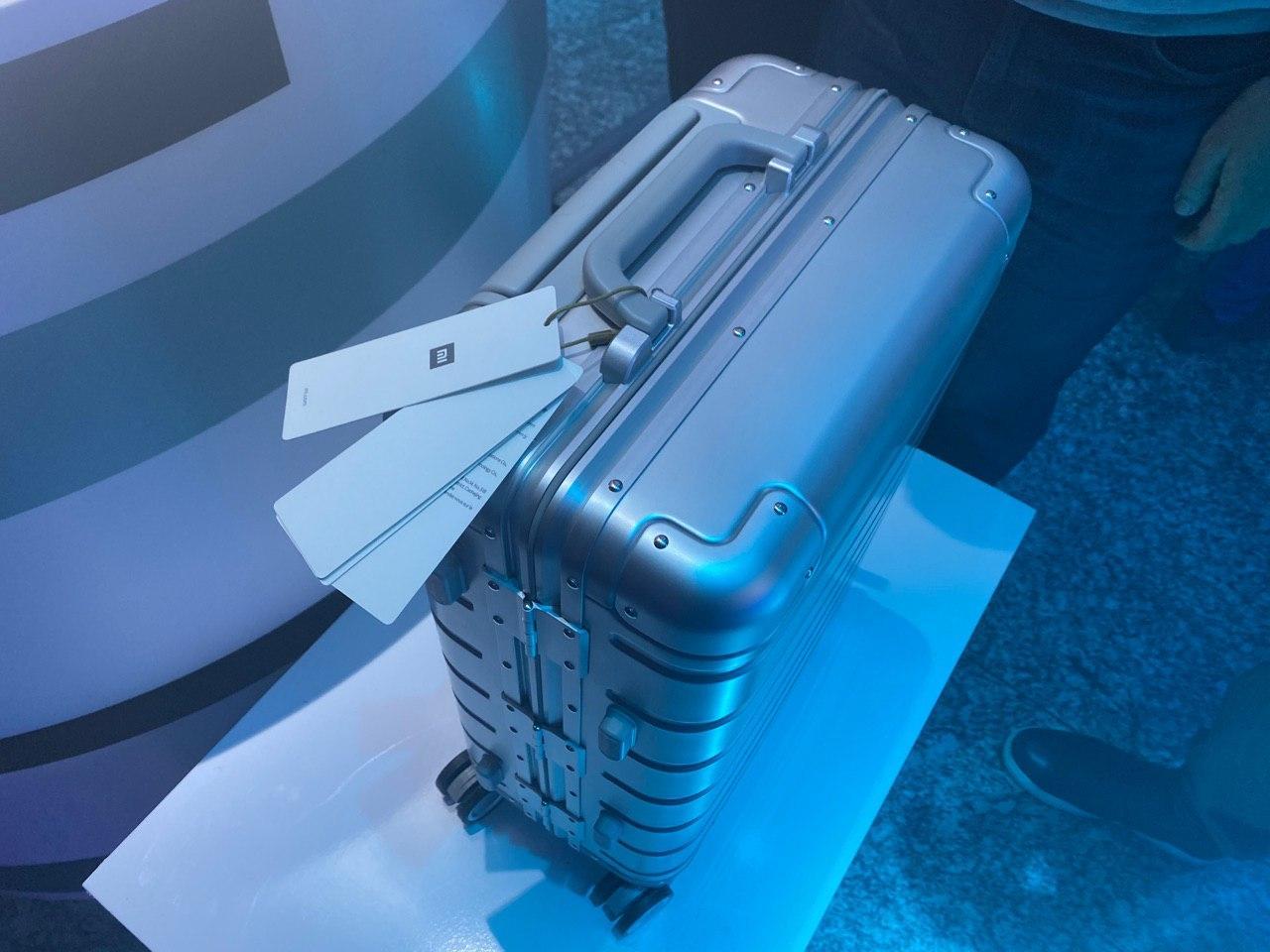 Компания Xiaomi представила чемодан, фен и аккумулятор ()