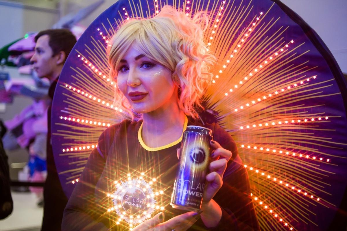18+. ИгроМир и Comic Con Russia 2019. Самые красивые девушки. День 1 (fotoezh 7)