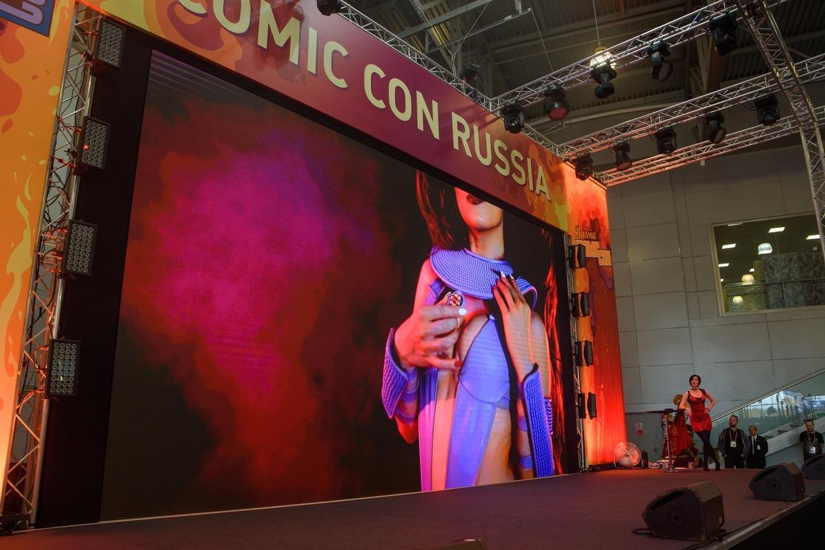18+. ИгроМир и Comic Con Russia 2019. Самые красивые девушки. День 1 (fotoezh 8)