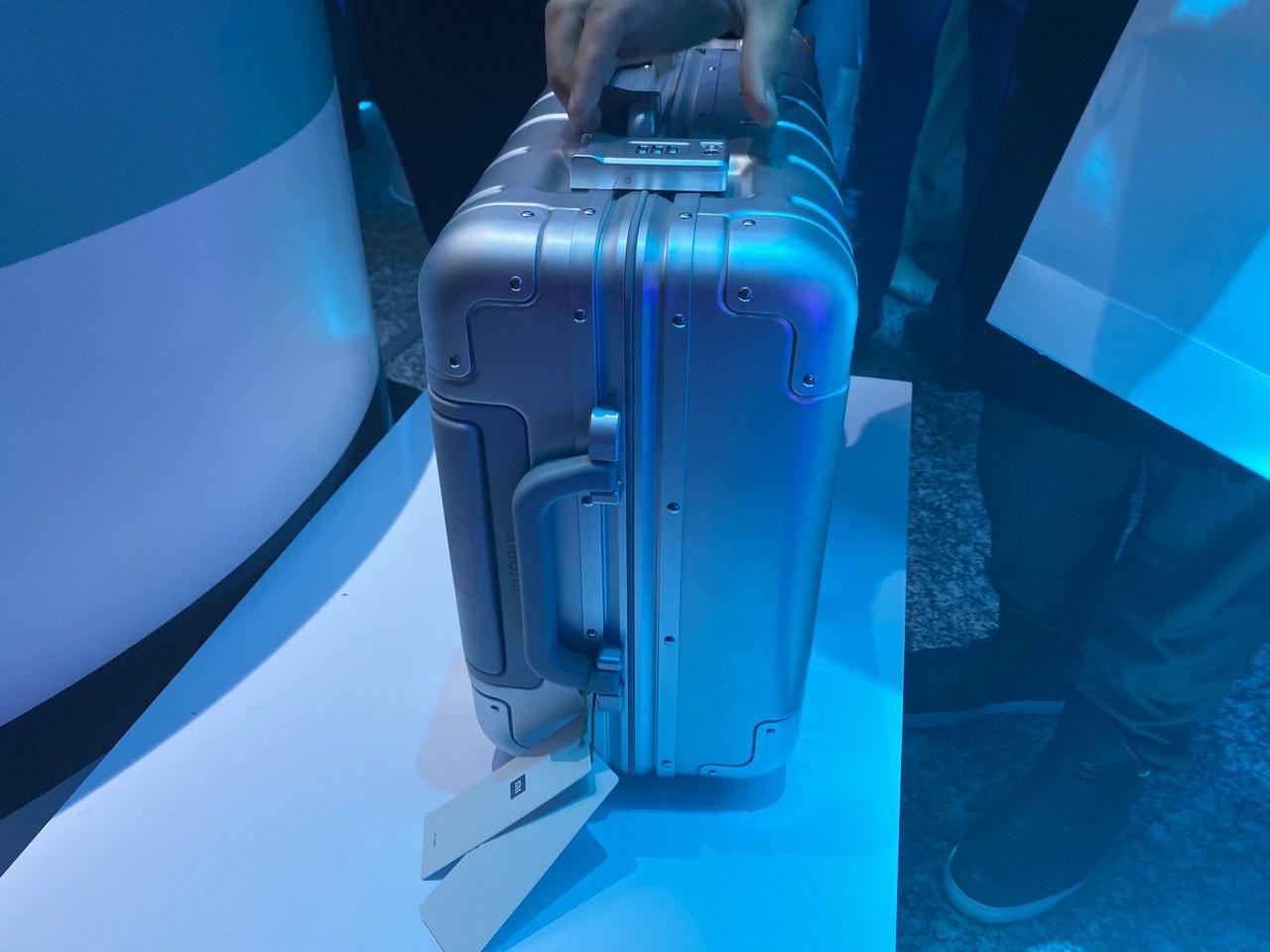 Компания Xiaomi представила чемодан, фен и аккумулятор (h5fntic4g0m)