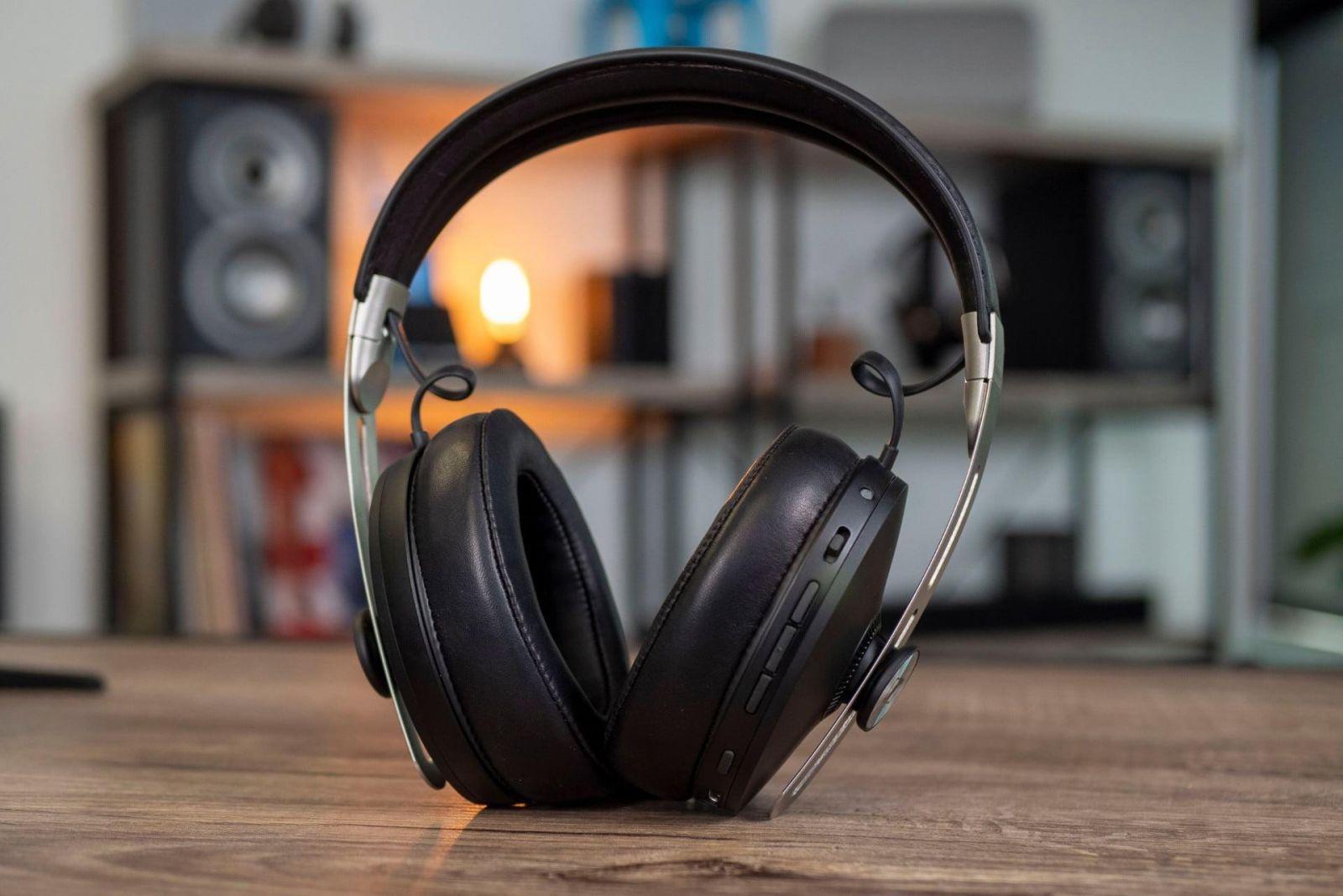 Sennheiser представила саундбар с технологией 3D-звучания и улучшенные наушники (sennheiser momentum 3 full headphones header)