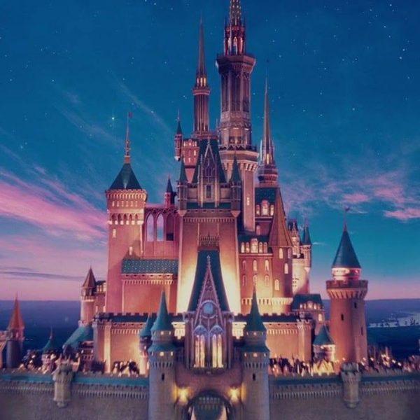 """Disney запустил свою стриминговую платформу с сериалами во вселенной """"Звёздых войн"""" и не только (disney enchanted)"""