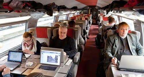 В российских самолётах и поездах появится высокоскоростной интернет (internet v poezdah)