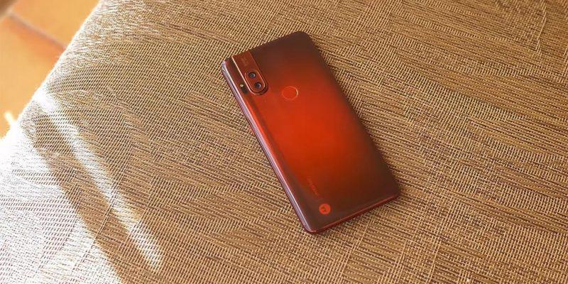 Motorola официально представила смартфон One Hyper (567657)