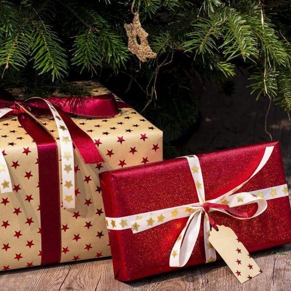 8 лучших подарков на Новый год 2020 (gifts 3835455 1280)