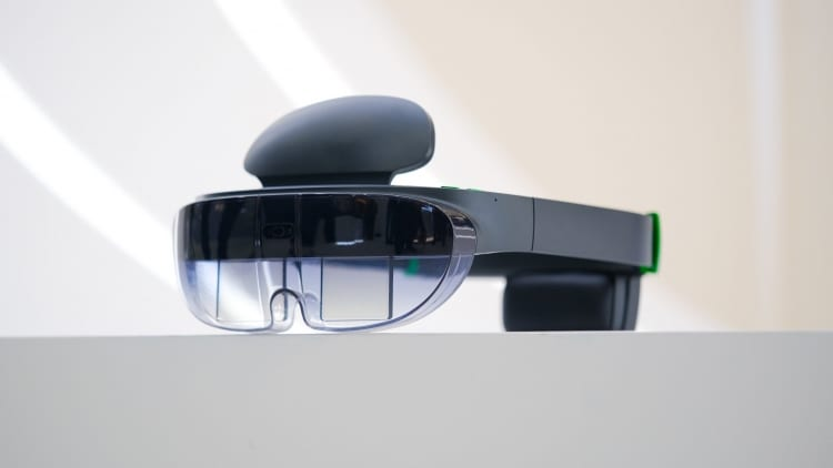 Компания OPPO представила свои первые очки дополненной реальности ()