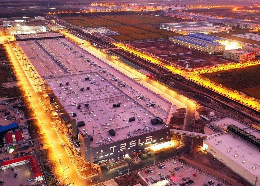 Тесла закрыла свой завод в Шанхае из-за коронавируса (1571902841121913167)