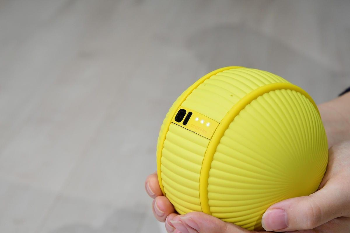 CES 2020. Samsung показал робота Ballie, который следует за вами (ces 2020 ballie 02)