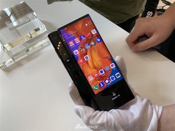 Новый складной смартфон Huawei будет дешевле и компактнее Mate X (huawei mate x b)